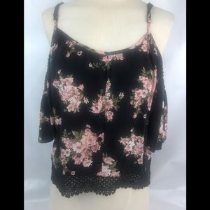 Full Tilt Flowery Cold Shoulders Top Sz M
